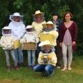 Schüler ernten Honig